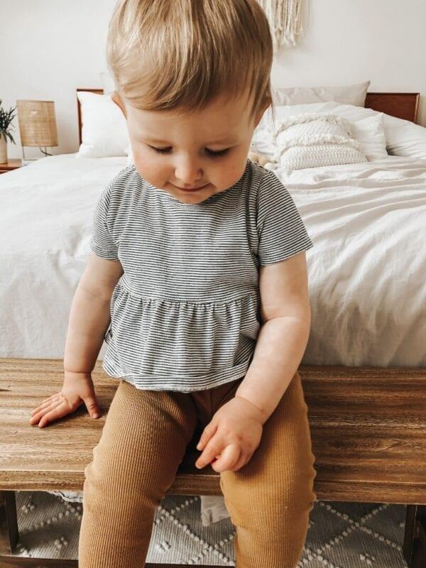 Tragebild: Verspieltes Top mit Schößchen für Kinder