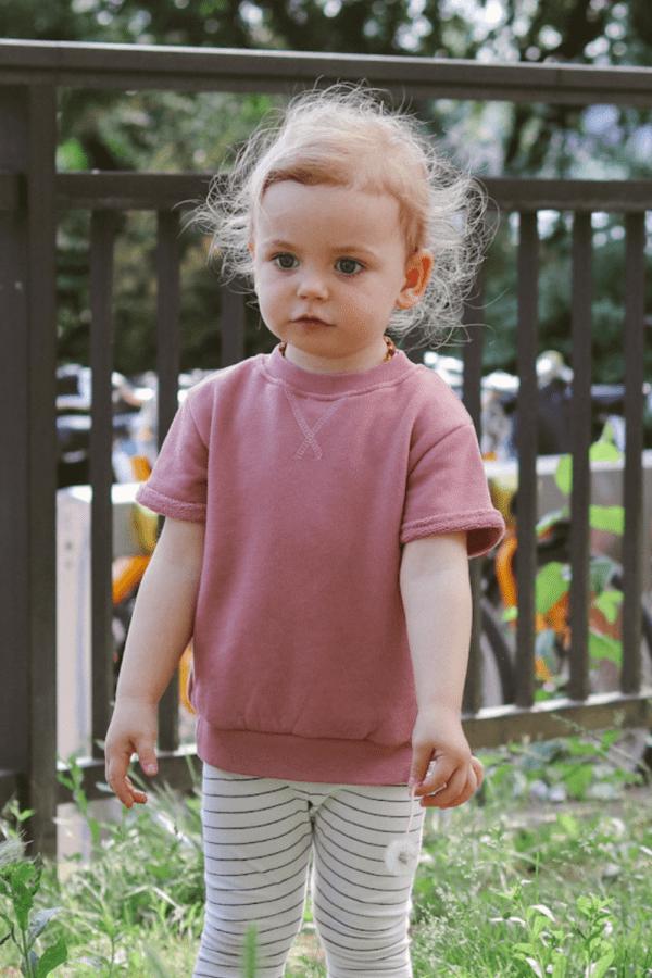 Tragebild: Sweater mit kurzen Ärmeln in der Farbe blush